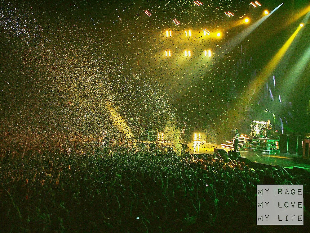 Green Day confetti in Minority on the 21st Century Breakdown Tour