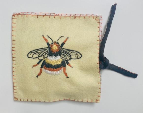 BEE NEEDLE KIT MAIN SHOT 1.jpg