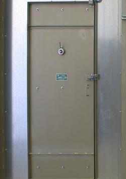 PRESONNEL DOOR