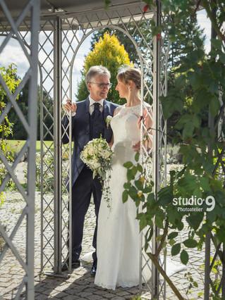 Hochzeit Kuss Rosengarten Villingen 1.jp