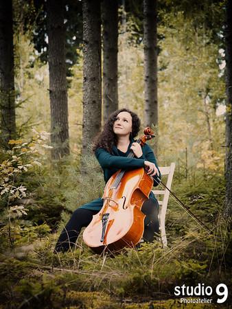 Wald_Mädchen_Musiker_2.jpg