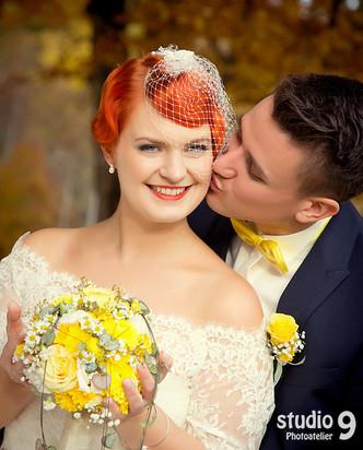 Hochzeit Kuss Herbst 3.jpg