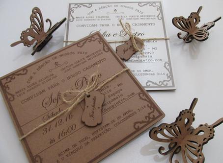 Convite de casamento. Peça fabricada em madeira