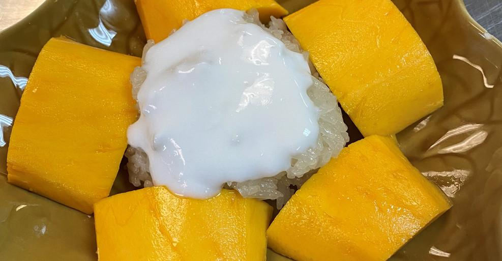 Sticky Rice with Fresh Mango