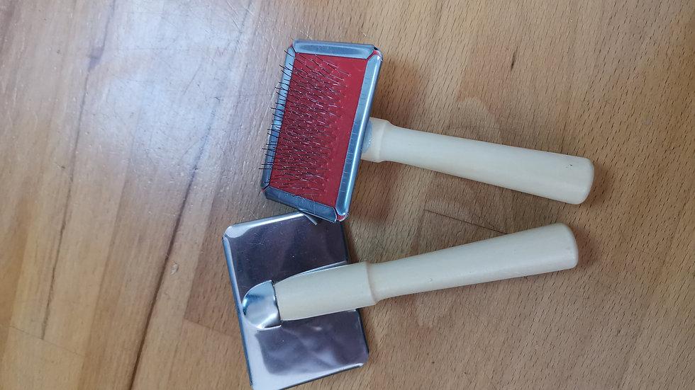 Small slicker brush