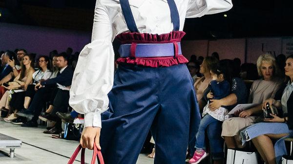 Блуза и брюки-галифе