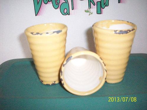Vase, Cream pottery vase (1)