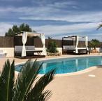 Zonnebedden zwembadterras