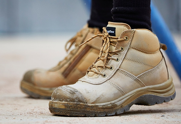 6 TIPS FOR PURCHASING NEW WORK BOOTS