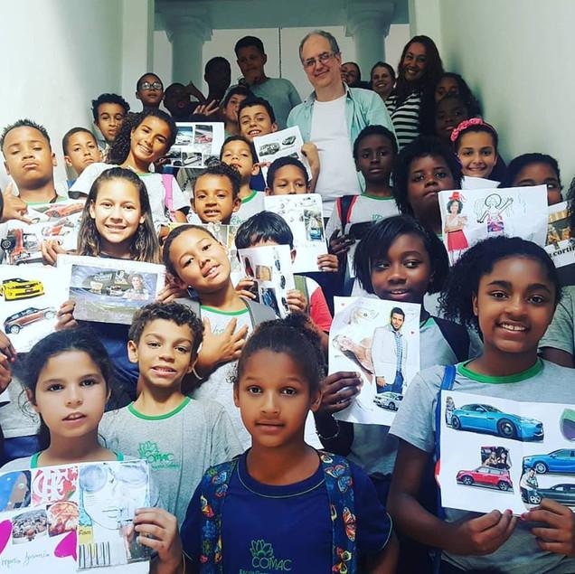 Workshop de colagem para alunos da Rede Municipal de Educação