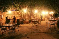 ארוחה במדרחוב היקב