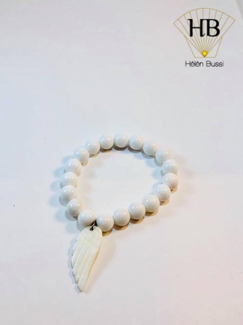 Bracelet Perles Agate Blanches montées sur fil élastique Aile en Nacre