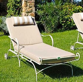 outdoor garden sunlounge sunbed