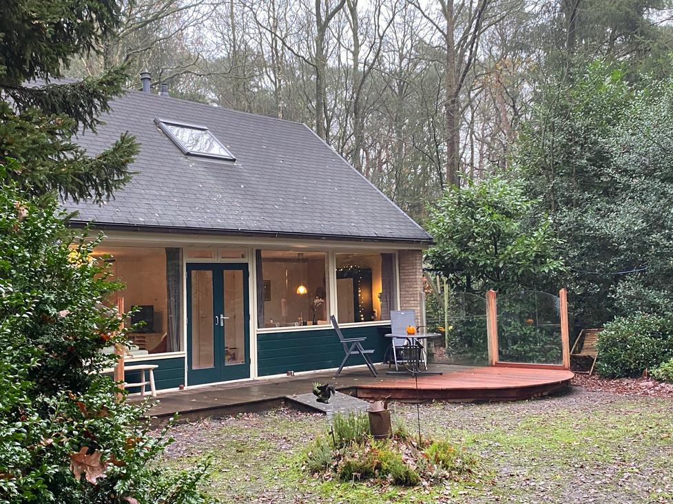 nieuw terras boshuisje Wateren.jpg