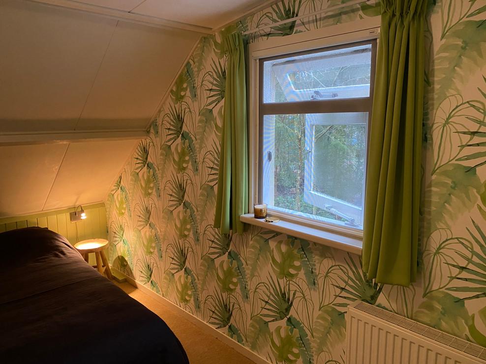 master bedroom boshuisje Wateren raam.jp