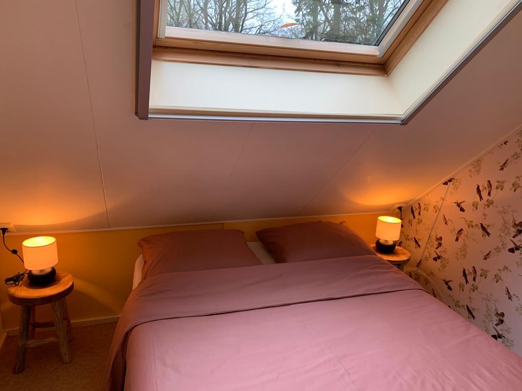2 persoons slaapkamer boshuisje Wateren.