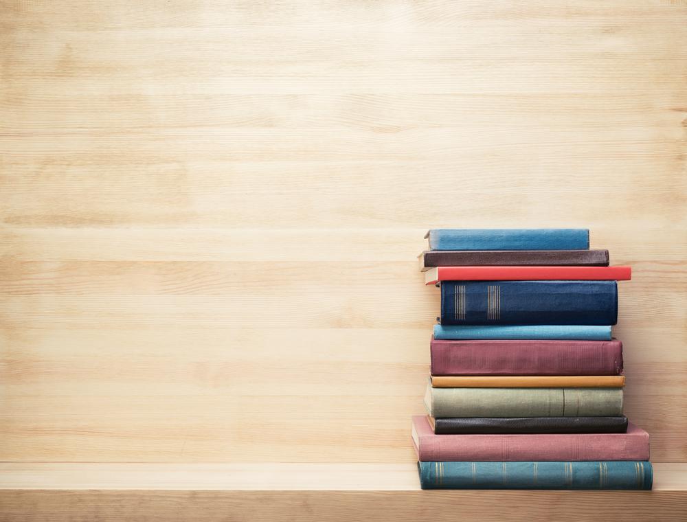 Livros empilhados porque são dicas de leitura