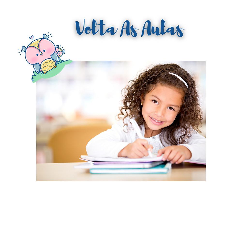 Criança na escola , aprendendo, evoluindo em busca de conhecimento