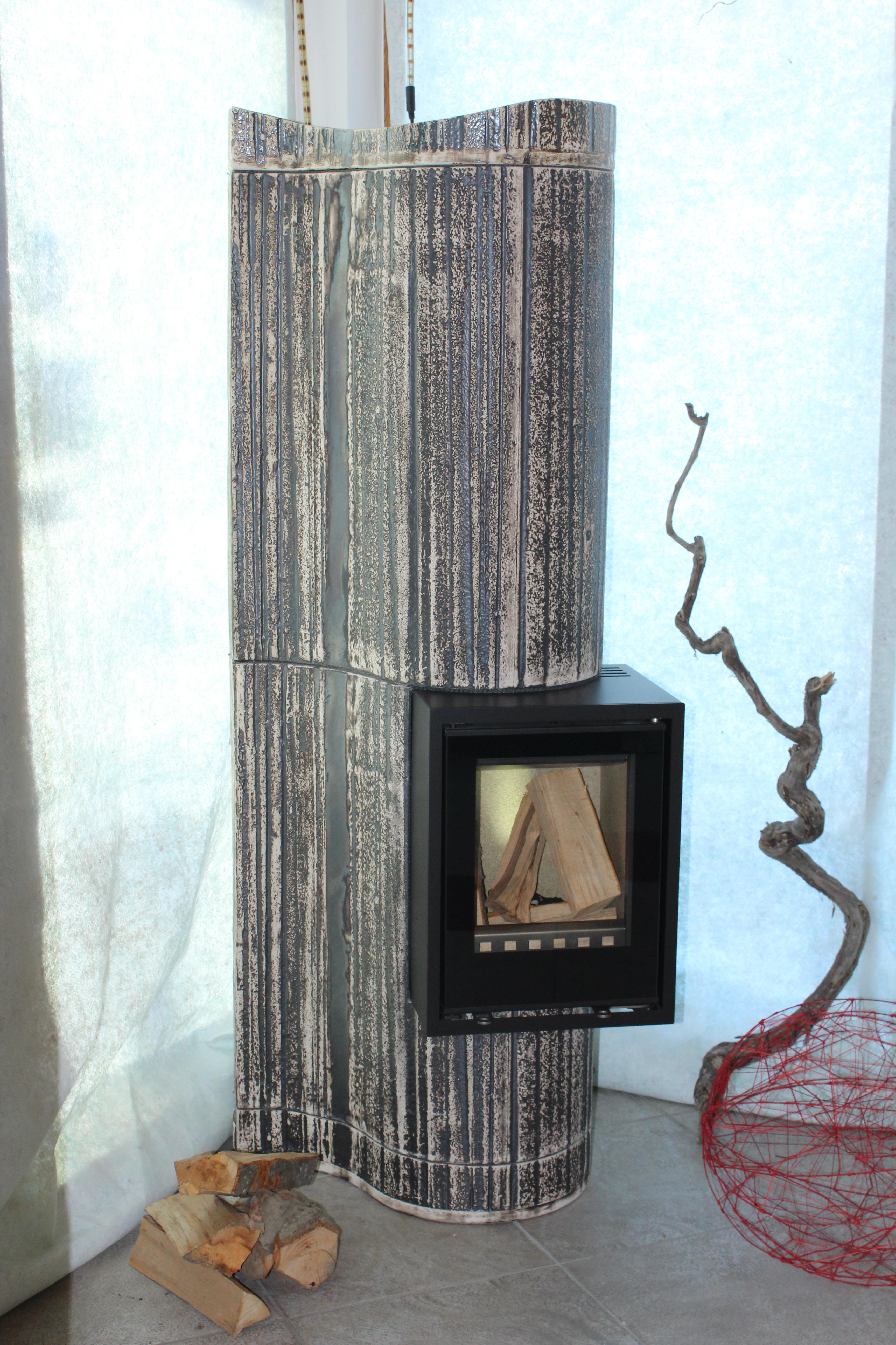 Wellen Design Kleinspeicher Ofen