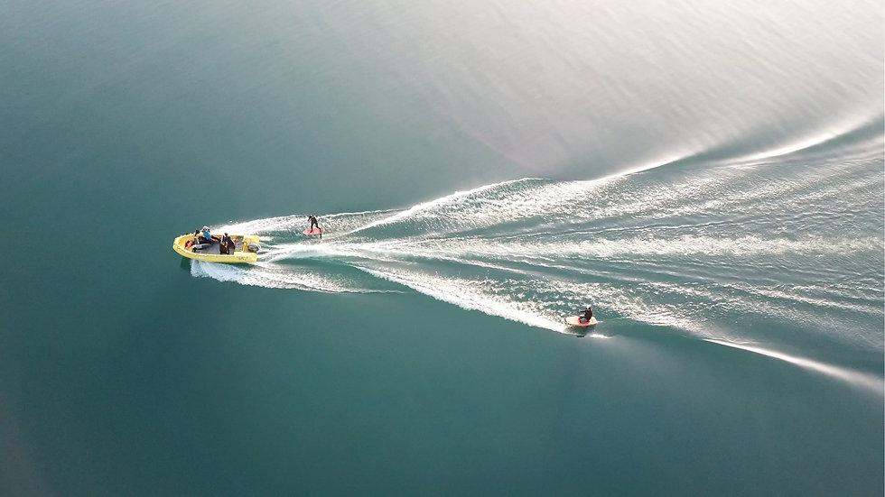 foilkurs hinter dem Boot Thunersee