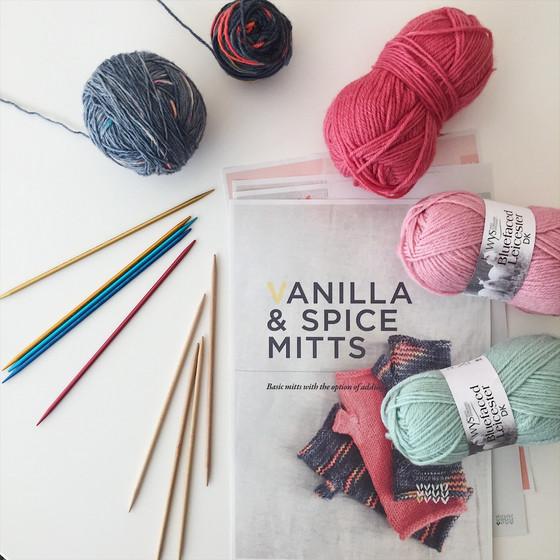 Mitt-A-Long: Hello pattern