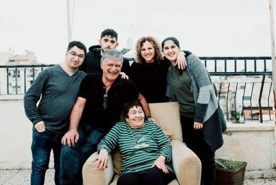 המשפחה של אפי.jpg