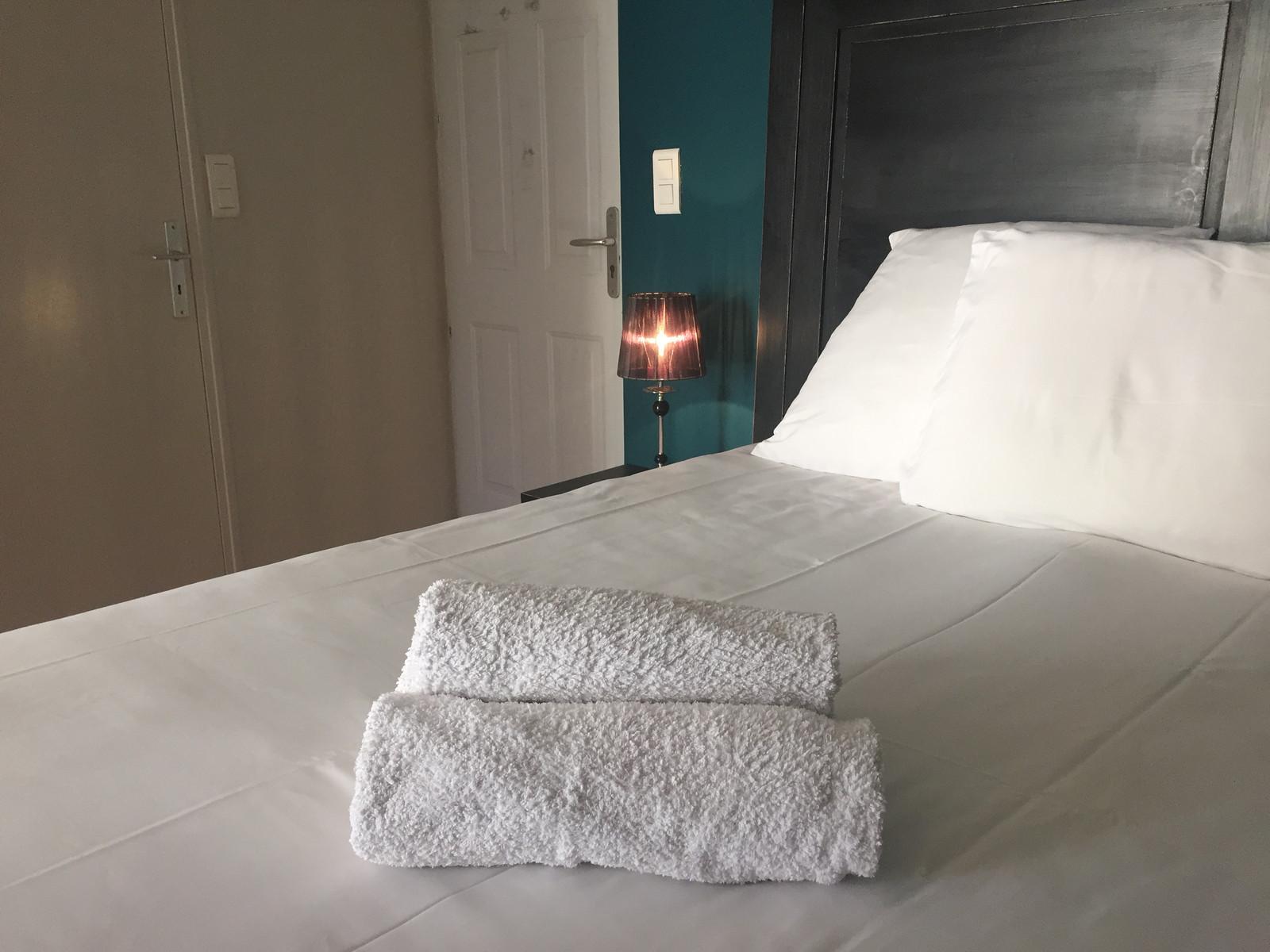 la chambre double classique   Hôtel L\'Atmosphère à Sanary sur mer ...