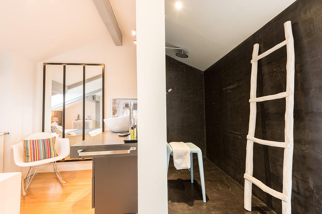 ferme elhorga location chambre d 39 h tes au pays basque chambre kafia. Black Bedroom Furniture Sets. Home Design Ideas