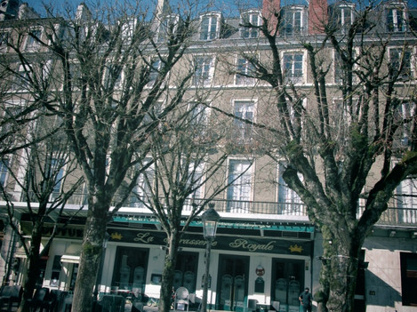 Celan stayed at a hotel at Place Royal