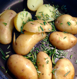 Gedünstete Kartoffeln mit Rosmarin