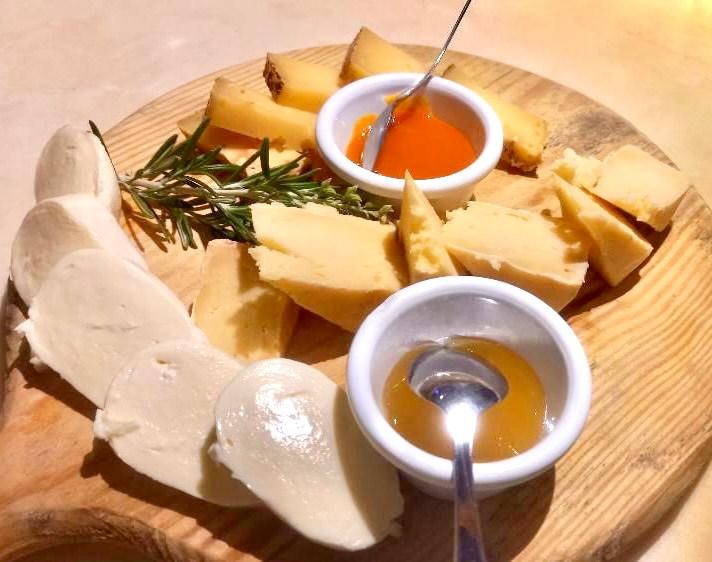El arte de saber comer bien proviene de una escuela fundada a lo largo del tiempo por los italianos y queremos darlo a conocer en todo el mundo.