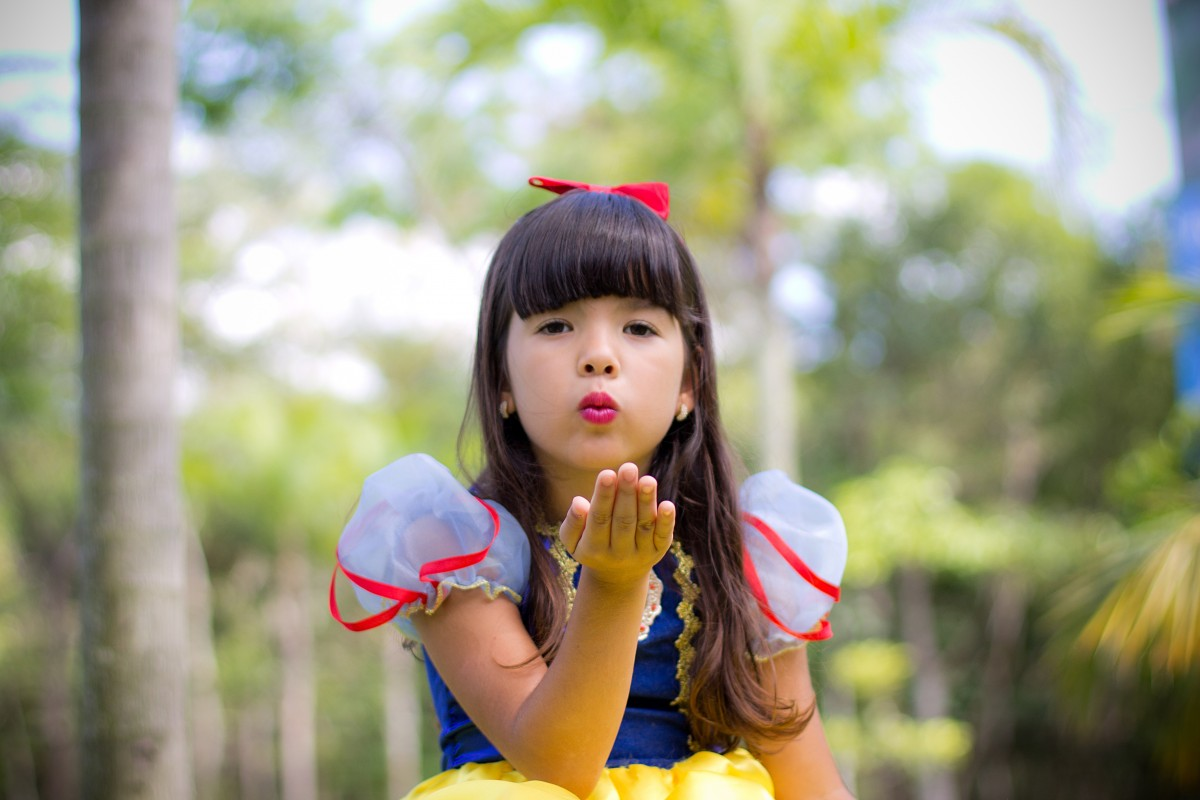 child_girl_doll_happy_smiling_beauty_princess_snow_white-1384654.jpg!d