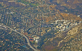 1200px-La_Cañada_Flintridge_&_the_210_Fr