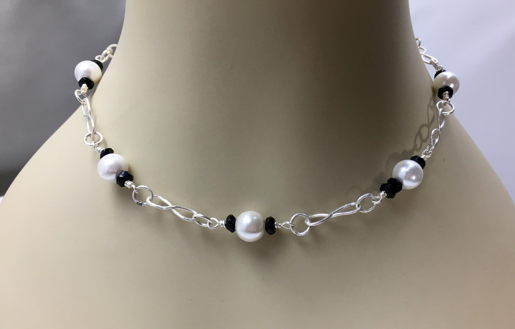 Pearl & Onyx Choker Necklace