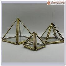 piramide-de-vidro-com-metal-que-se-abre.jpg