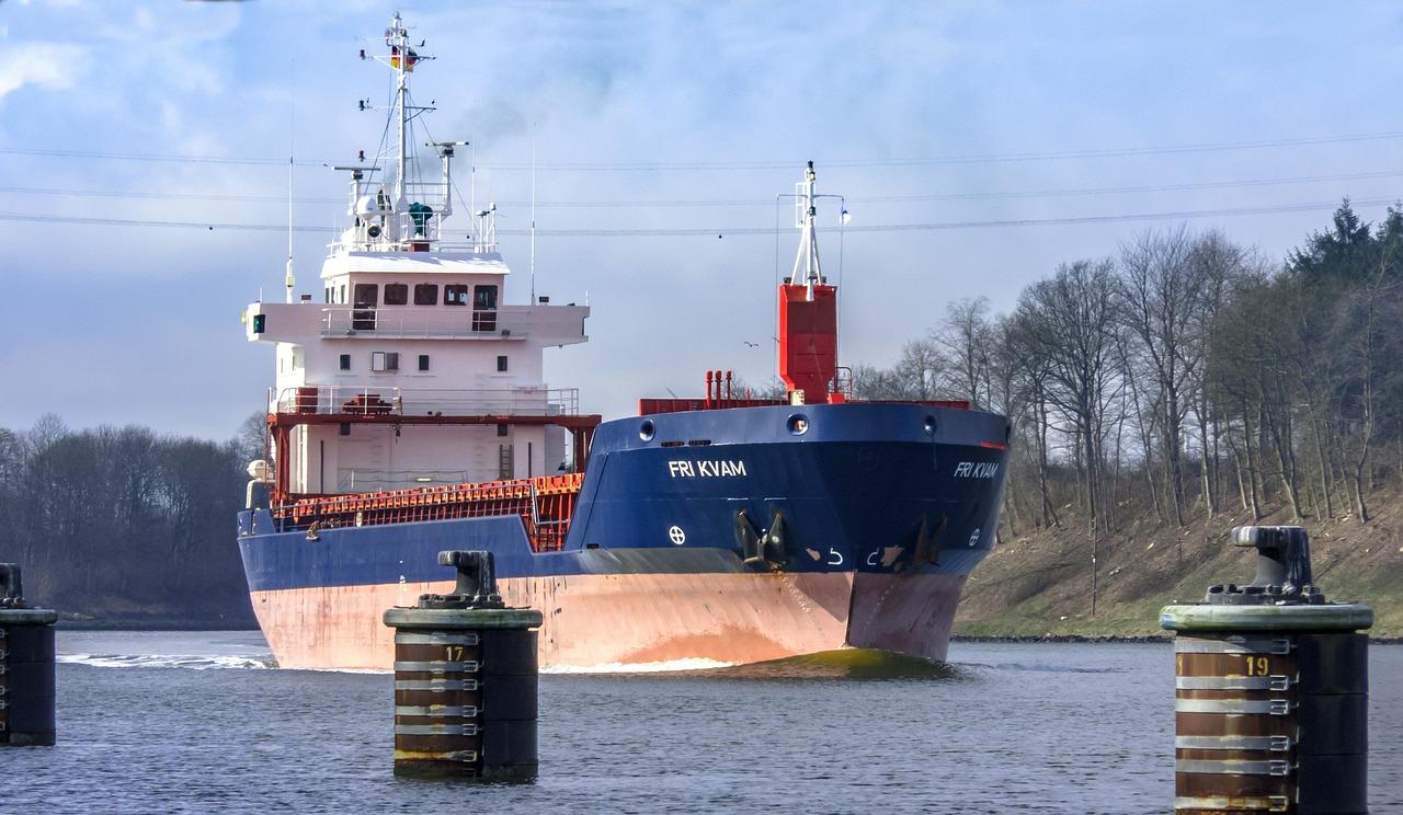 Frachter im Nord-Ostseekanal
