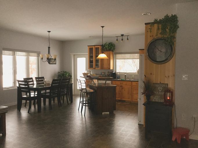 Kitchen%20veiw%205_edited.jpg