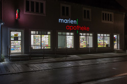 Marien Apo Aussen Gesamt nachts