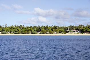 Fijian Kids on the beach © Chris McLennan
