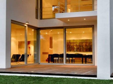 Большие раздвижные окна-двери