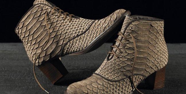 Tronchetti Stringati in pitone realizzati a mano su misura in Italia