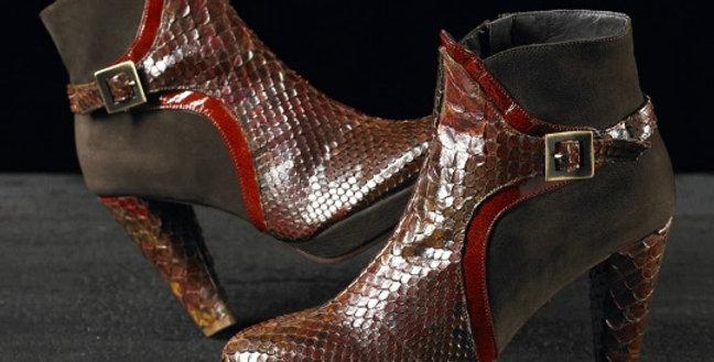 Tronchetti in pitone e camoscio realizzati a mano su misura in Italia