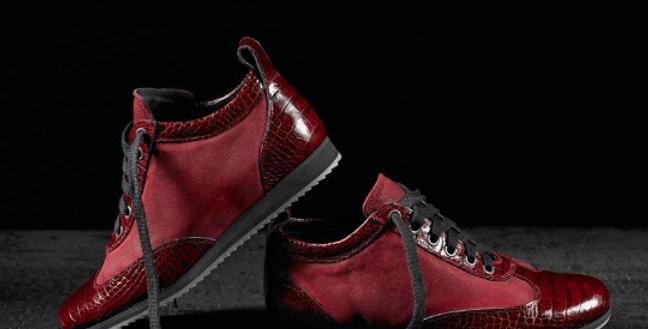 Sneakers in coccodrillo e camoscio realizzate a mano su misura in Italia