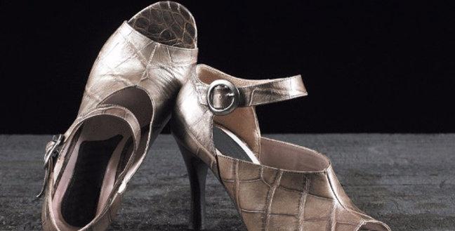 Sandali in coccodrillo realizzati a mano su misura in Italia