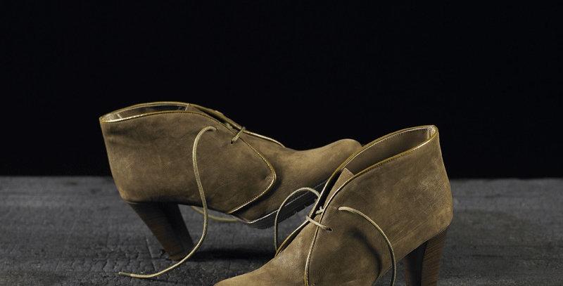Tronchetti in camoscio realizzati a mano su misura in Italia