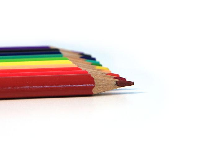 Ligne de crayons de couleur