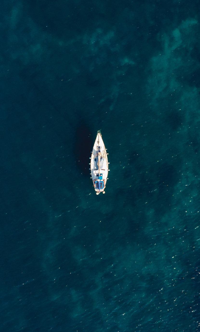 single-boat-middle-clear-blue-sea.jpg