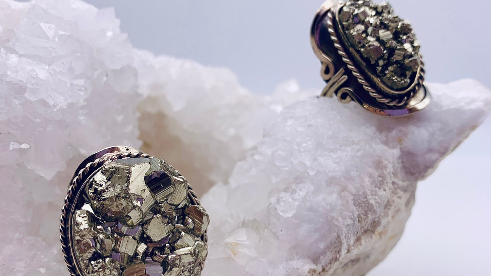 VICTORIAN-STYLE CRYSTAL RING