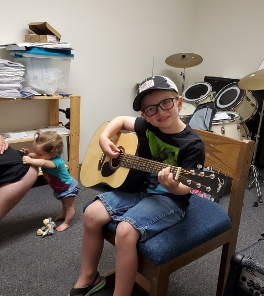 Isaiah_Jerrett_at_His_Guitar_Lesson_toda