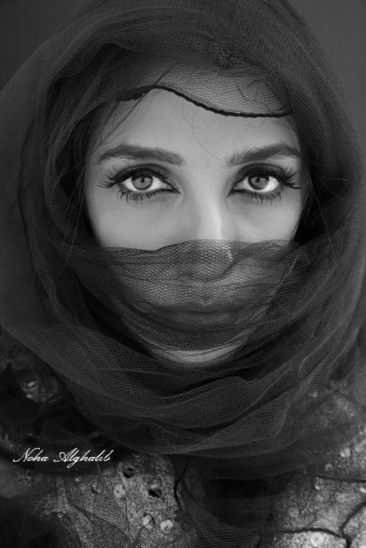 Behind every eyes woman story